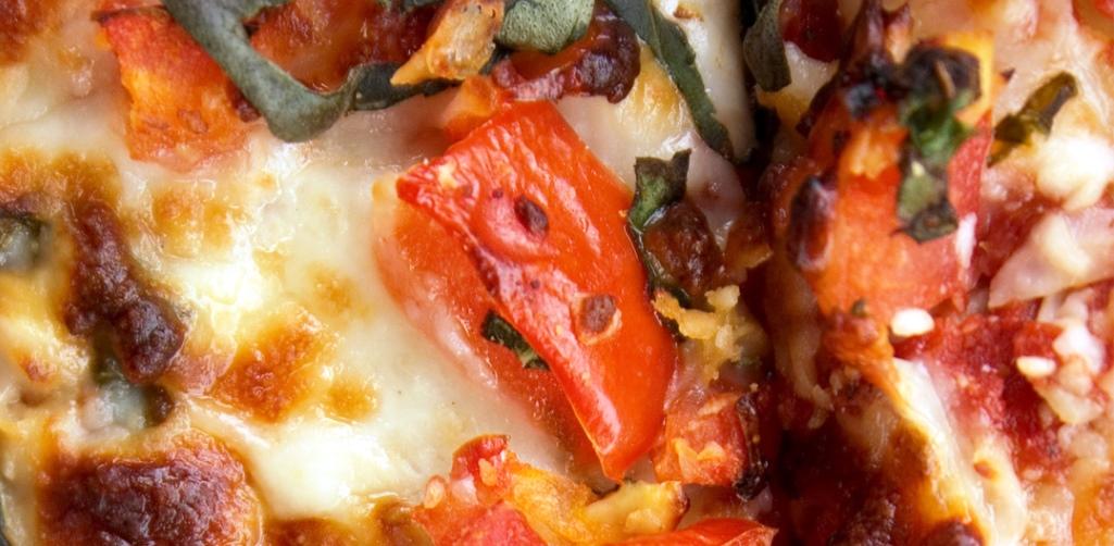 Lievitazione 48 ore e ingredienti genuini per la pizza a domicilio: il gusto a casa tua!