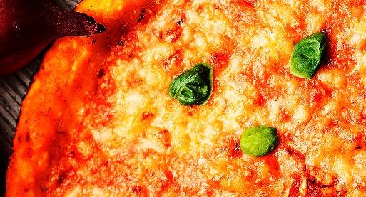 Aperti anche ad agosto, per la tua pizza a domicilio in zona Prati.